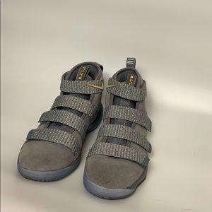 Nike Lebron soldier  sz 13 kids